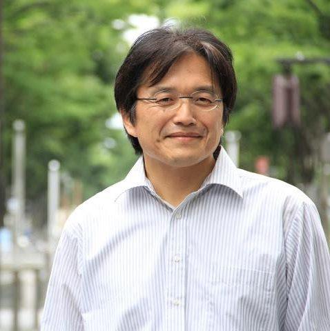 石花久作氏は、静岡県在住の石花師で、未確認生物と称されるような摩訶不思議なロックバランシング作品で知られています。オクシズと呼ばれる地域を中心に、学校や地域施設においてもワークショップ等積極的に活動しています。